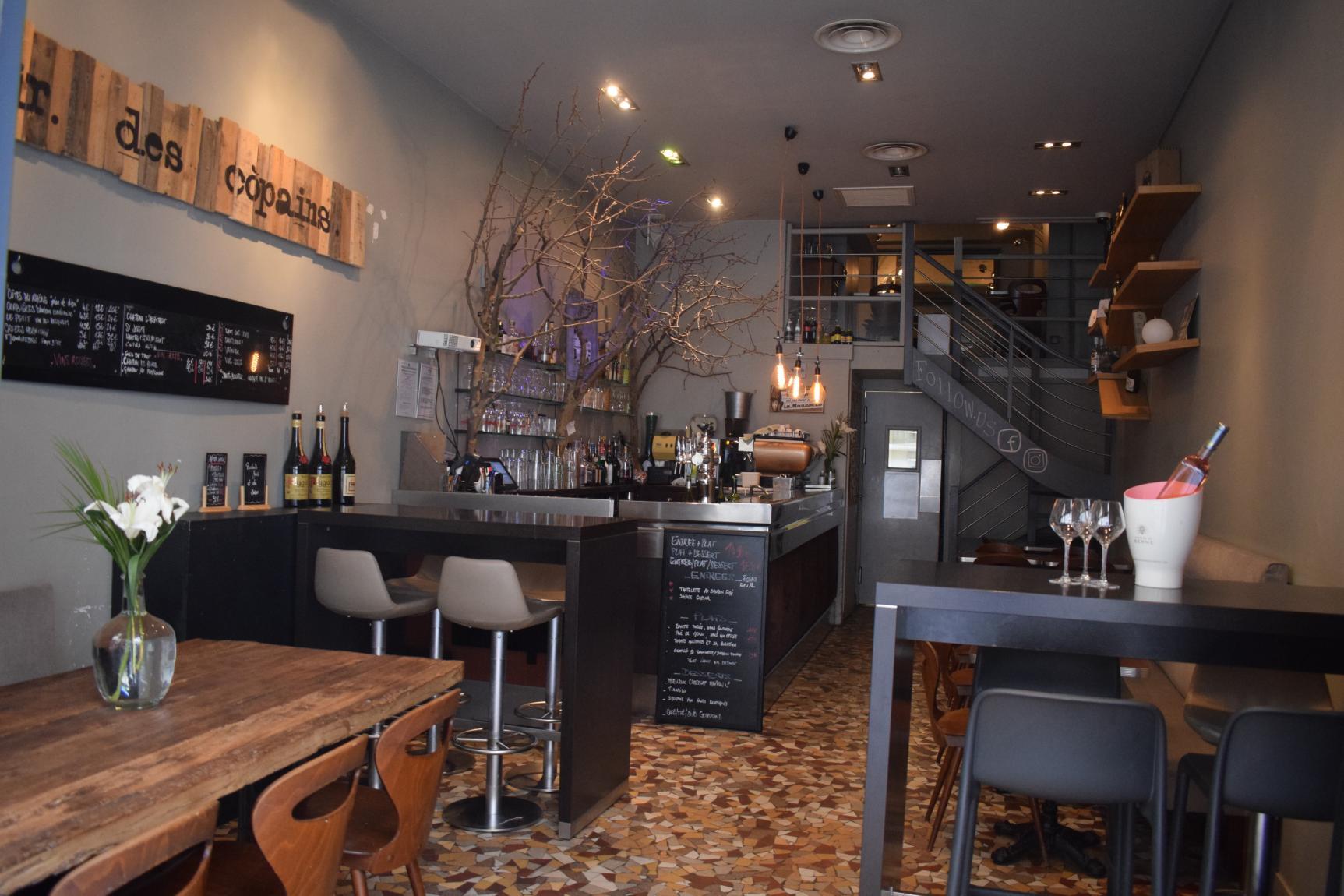 le comptoir des copains bar vin bar cocktails pub lyon byzelift. Black Bedroom Furniture Sets. Home Design Ideas